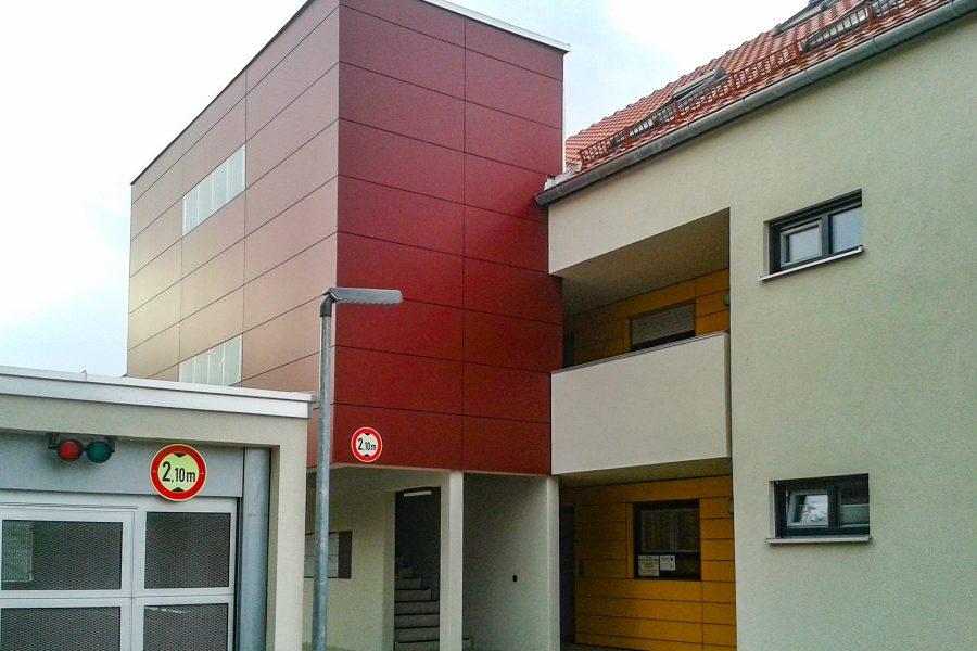Fassade aus rotem Holz