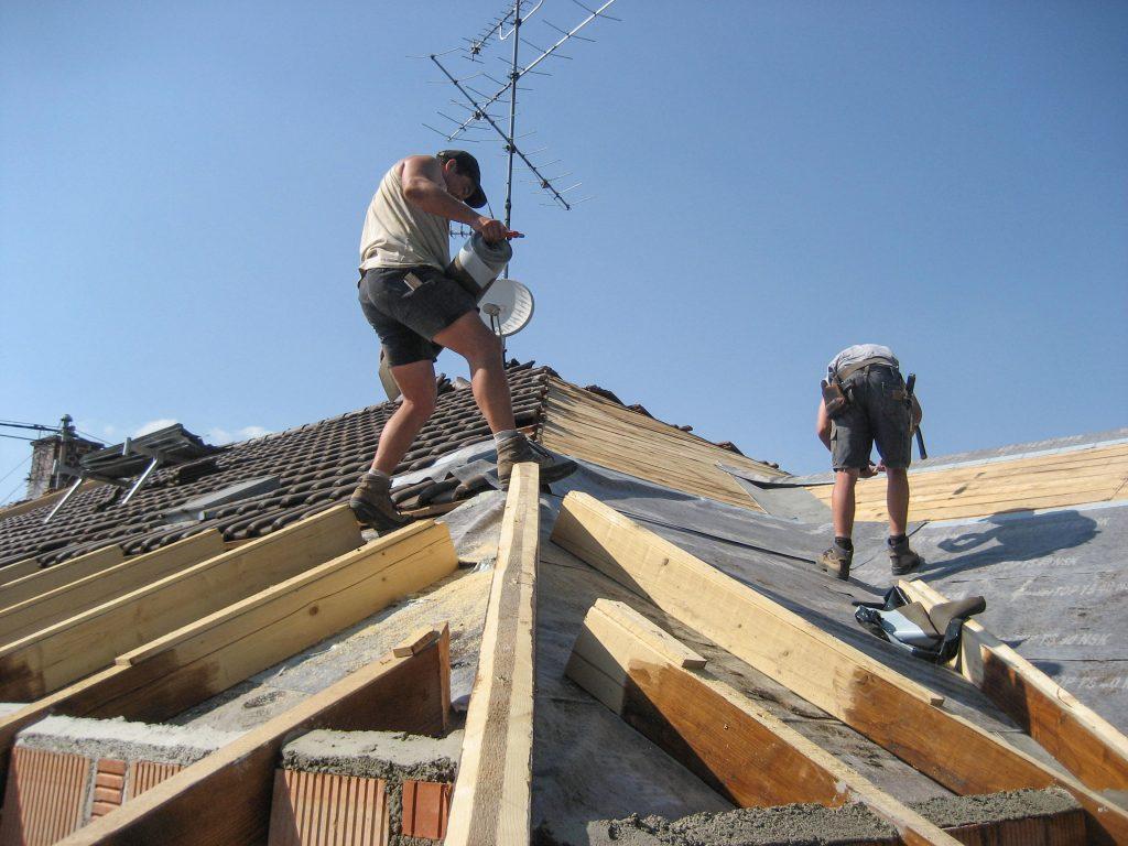 Wohnhaus, energetische Sanierung. Dachdeckung mit Bieberschwanzziegel.