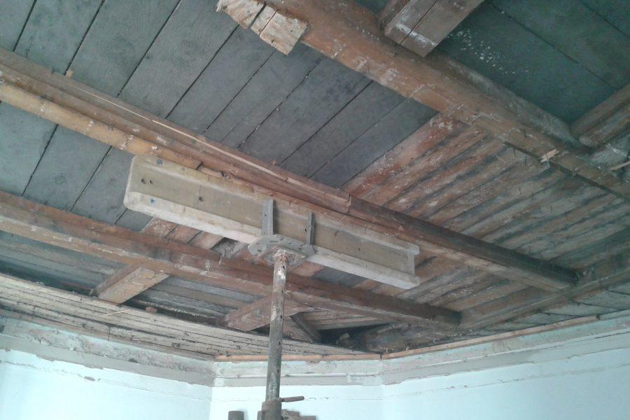 alte Hozdecke, gebrochene Balken